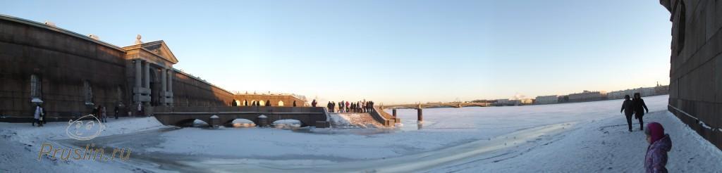 Морозный берег Петропавловской крепости