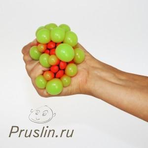 8. Купите себе мячик антистресс или кистевой эспандер.