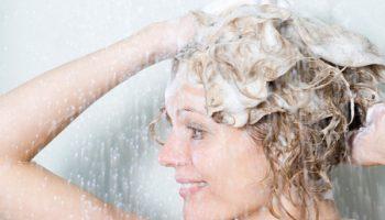 Какие ошибки при мытье волос приводят к их ломкости
