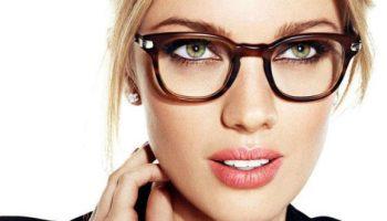 Как выбирать средства для макияжа тем, кто носит очки