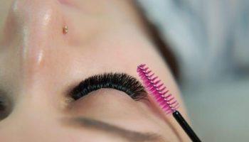 Как правильно красить ресницы, чтобы избежать склеивания