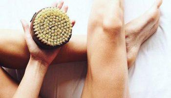 Как избавиться от целлюлита с помощью массажа сухой щеткой