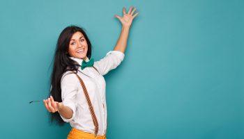 Как девушке элегантно носить галстук-бабочку и с чем сочетать