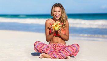 На пляж без макияжа: 5 причин отказаться от косметики в отпуске