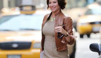 Как и с чем носить кожаные вещи женщинам за 40