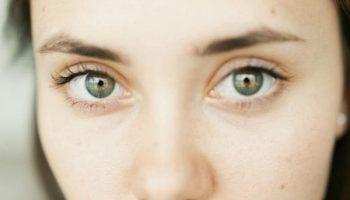 О чем нам говорят мешки под глазами и как от них избавиться