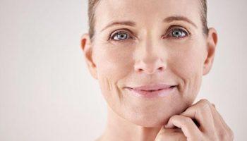 5 ошибок макияжа, которые только подчеркивают морщины