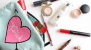 Как собрать компактную косметичку на работу и не носить с собою ничего лишнего