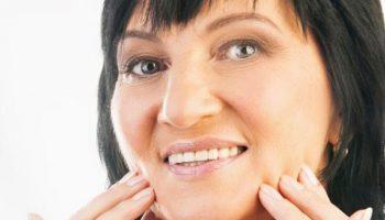 Как заботиться о возрастной коже, страдающей высыпаниями