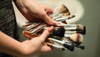 Как правильно ухаживать за кистями для макияжа, чтобы они прослужили долго