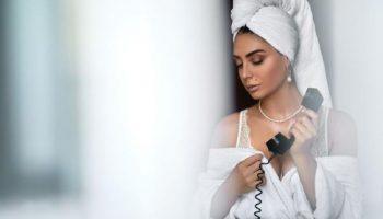 Почему нельзя долго ходить с полотенцем на голове, и как правильно сушить волосы