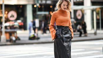 С чем носить кожаную юбку осенью
