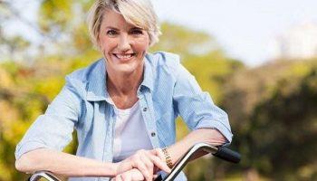 6 простых советов для женщин, которые в 50+ хотят выглядеть значительно моложе своих лет