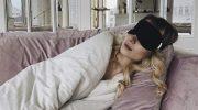 Маска для сна — для чего необходима на самом деле