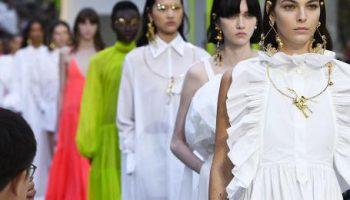Почему мода так быстро меняется и как создаются тренды