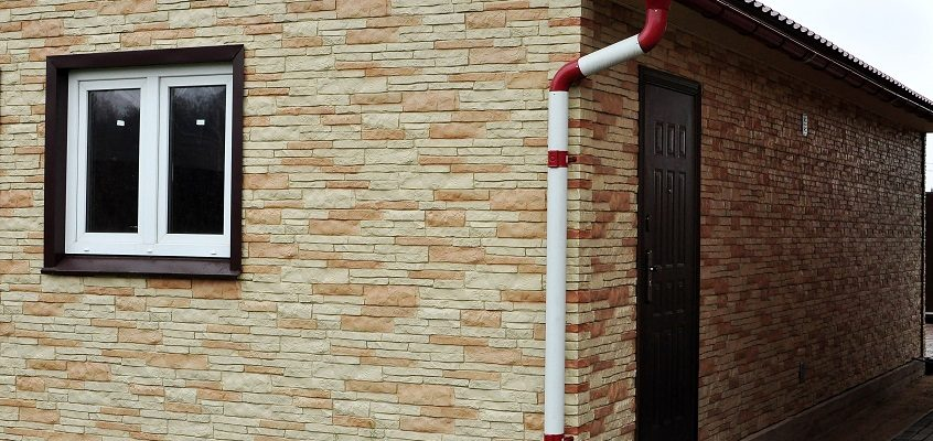 Почему популярны фасадные панели под камень